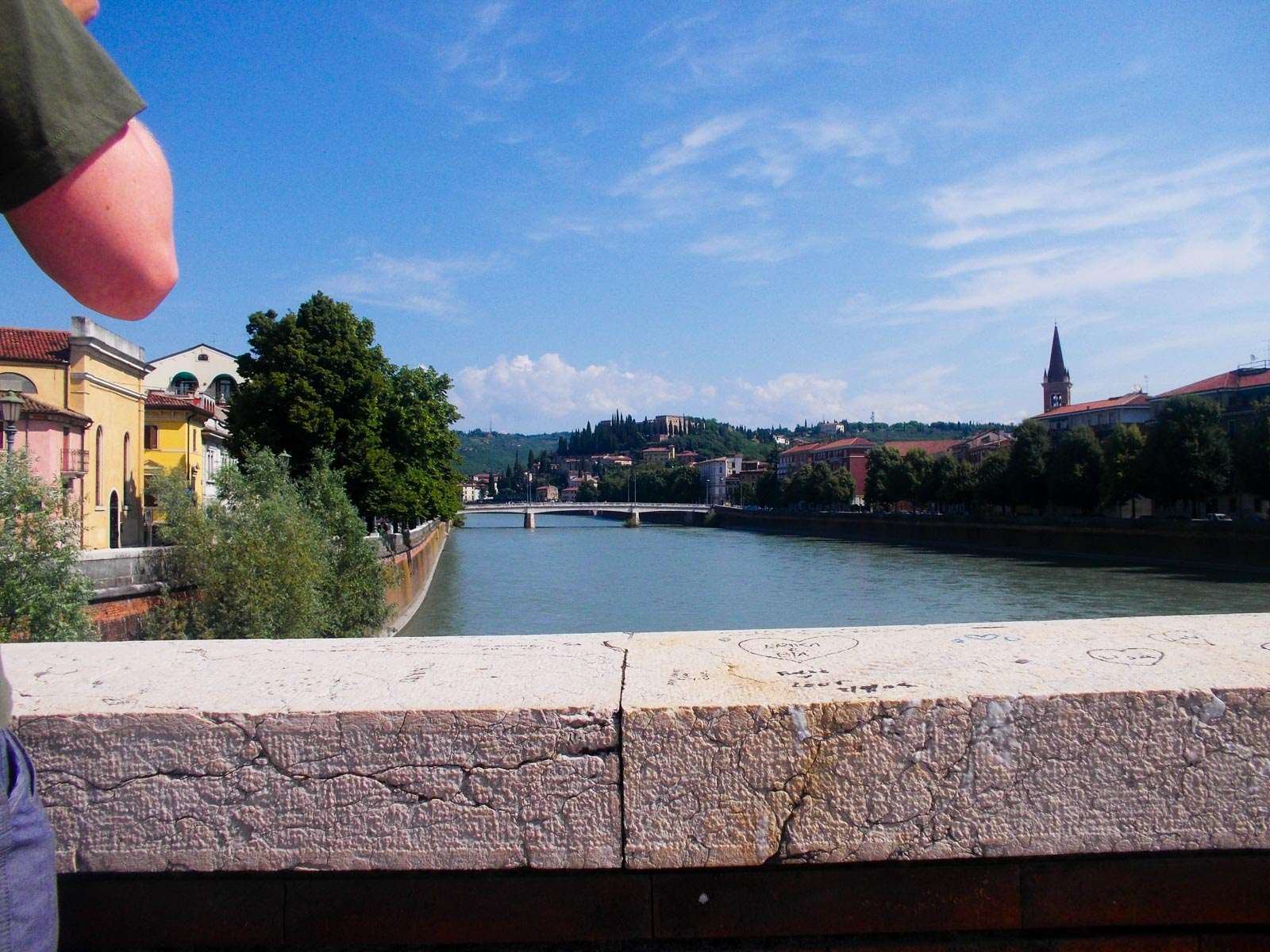 Verona gezien over de brugleuning