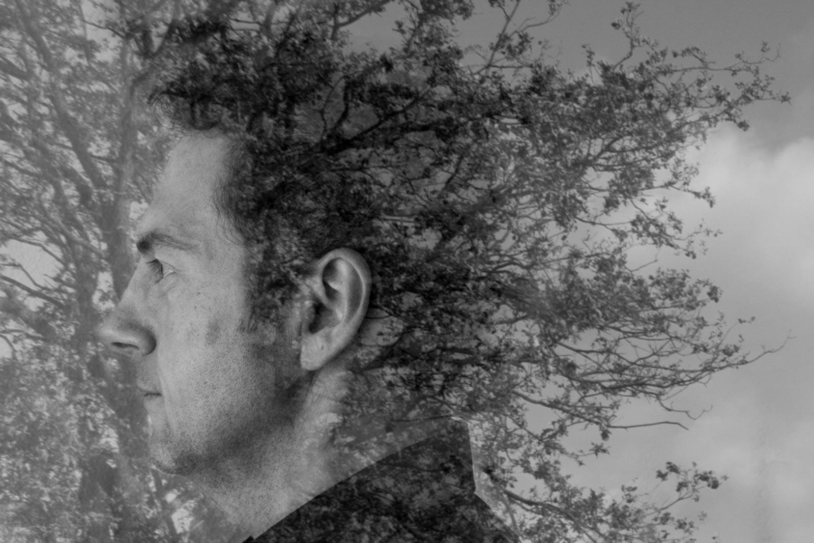 Dubbelportret van man met een boom als haar. Foto: Renée Hellendoorn.