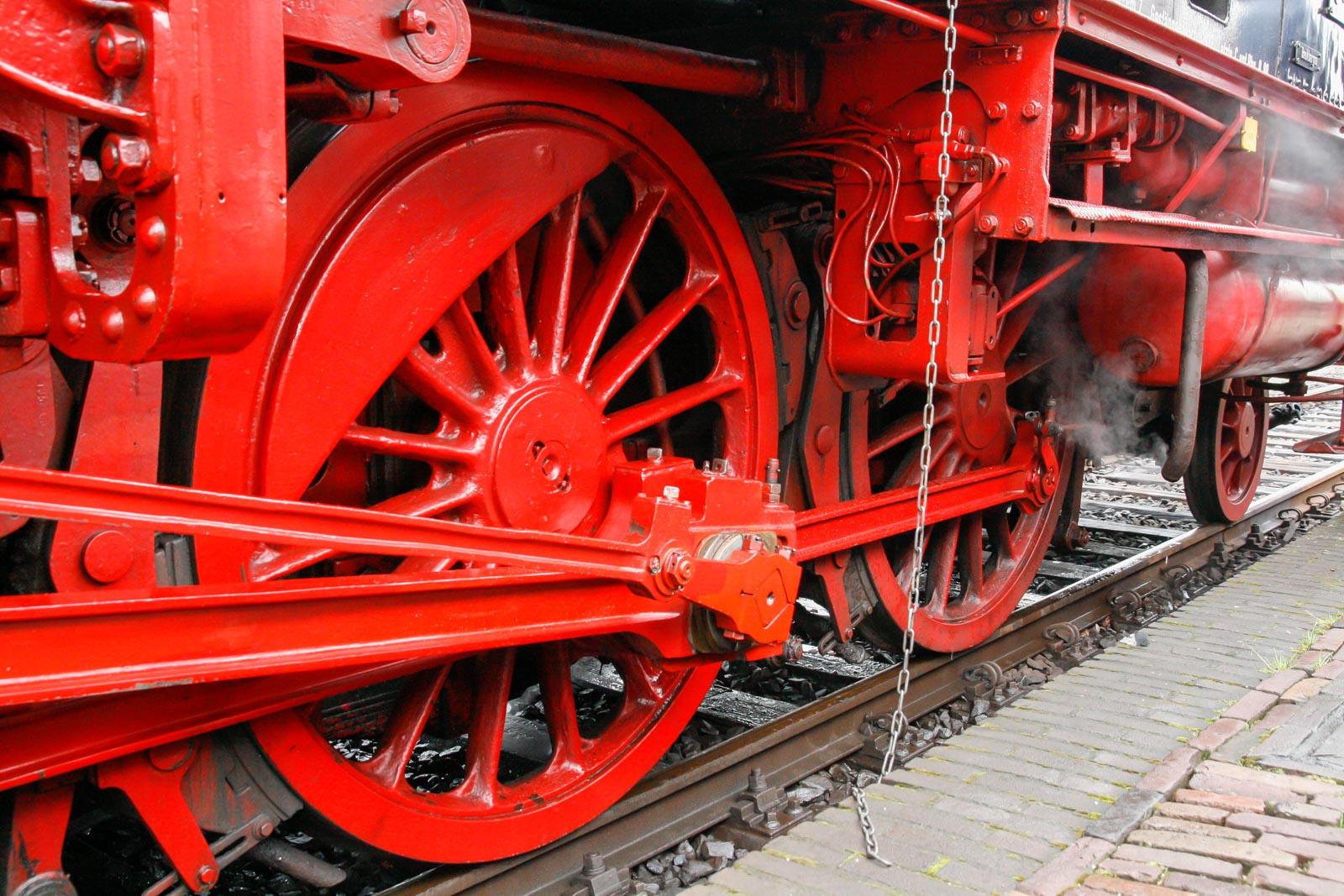 Detail van de wielen van een oude trein
