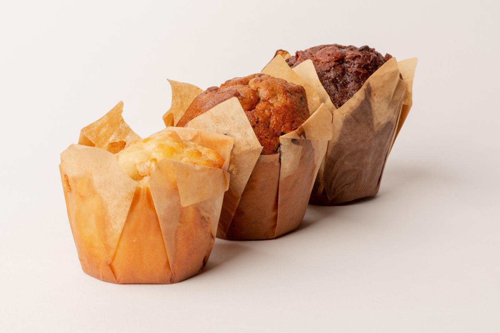 3 cupcakes op een rij met veel scherptediepte