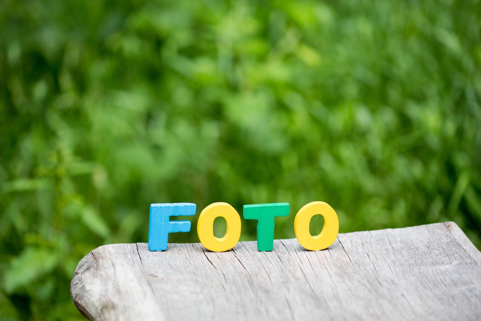 Houten letters die het woord foto vormen