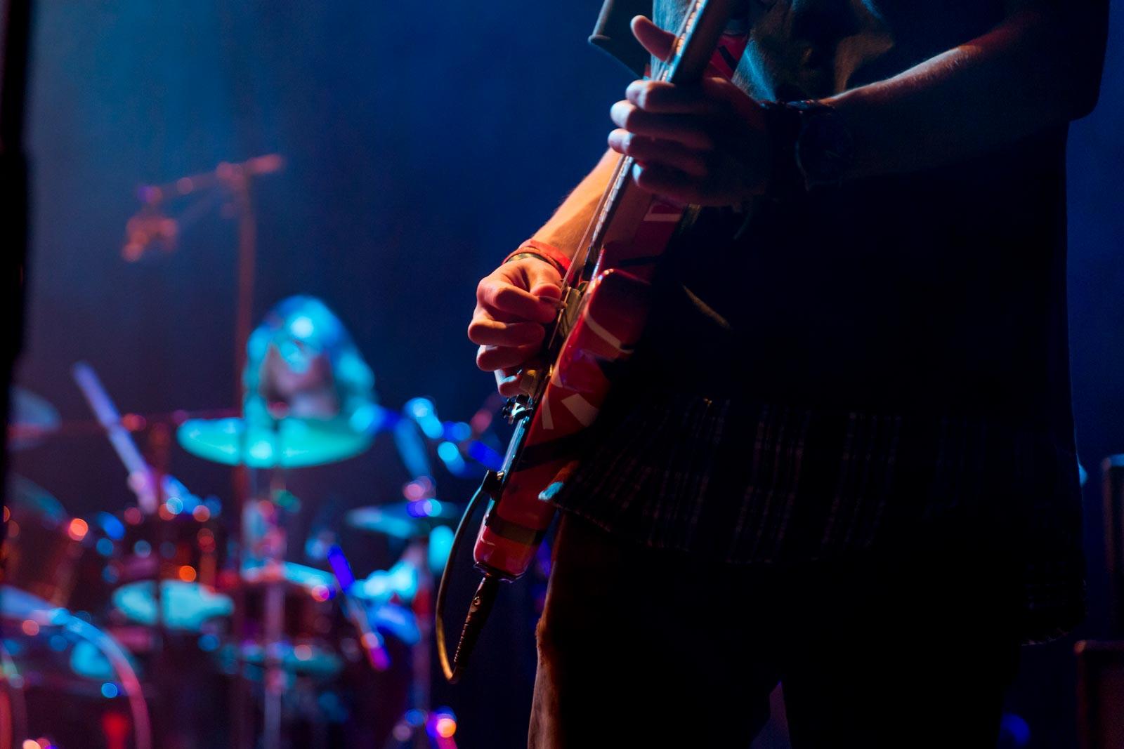 Scherpe gitarist en onscherpe drummer