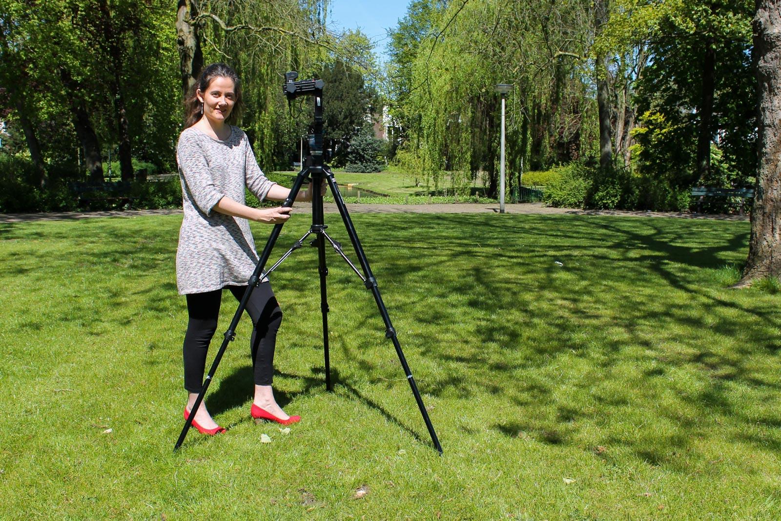 Marije van Viditour maakt een panorama in het park