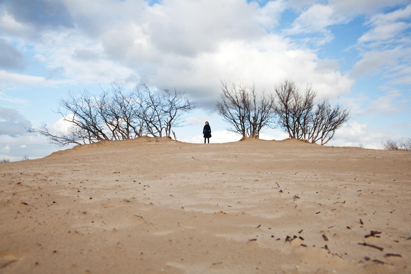 Portretfoto op de zandverstuiving